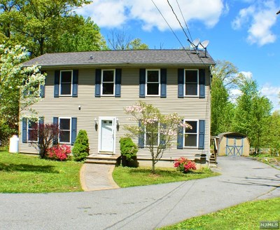 Mahwah Single Family Home For Sale: 15 Maple Road