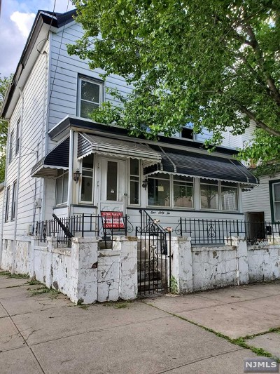 Passaic County Single Family Home For Sale: 162 Burgess Place