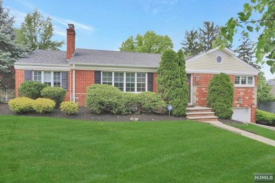 Oradell Single Family Home For Sale: 620 Lake Avenue