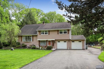 Oakland Single Family Home For Sale: 64 Chuckanutt Drive