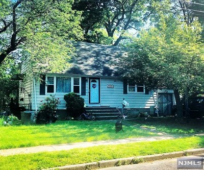 Fair Lawn Single Family Home For Sale: 21-06 Dalton Place