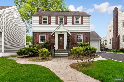 Teaneck Single Family Home For Sale: 32 Oak Street