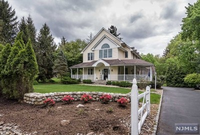 Franklin Lakes Single Family Home For Sale: 624 Franklin Lake Road