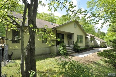 Morris County Single Family Home For Sale: 3 The Crossway