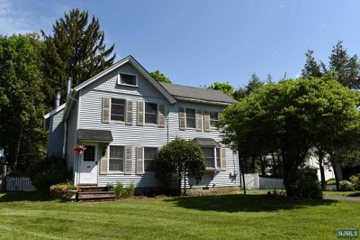 Mahwah Single Family Home For Sale: 11 West Airmount Road
