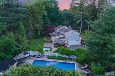 Upper Saddle River Single Family Home For Sale: 1 Sherwood Road