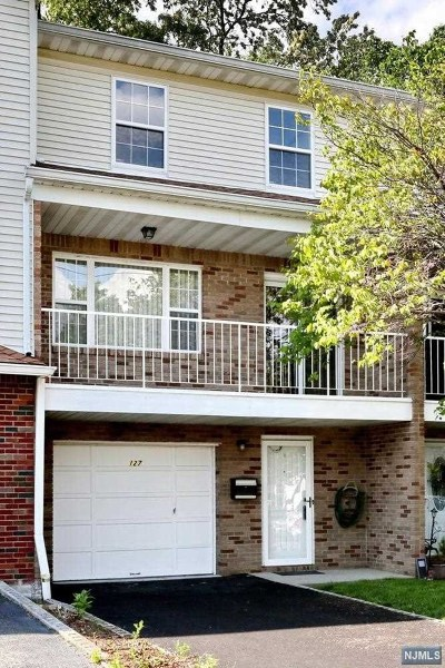 Elmwood Park Condo/Townhouse For Sale: 127 Echo Place