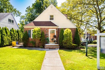 Teaneck Single Family Home For Sale: 835 Prince Street