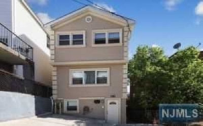 Cliffside Park Single Family Home For Sale: 181 Cottage Lane