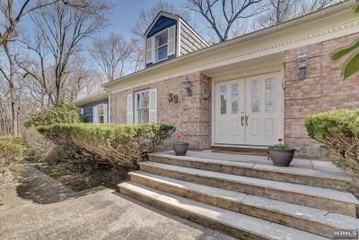 Mahwah Single Family Home For Sale: 39 Black Oak Lane