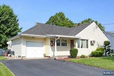 Fair Lawn Single Family Home For Sale: 15-39 Eberlin Drive