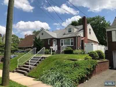Leonia Single Family Home For Sale: 185 Hillcrest Avenue