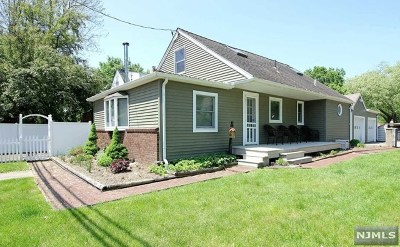 Passaic County Single Family Home For Sale: 74 Skyline Lake Drive