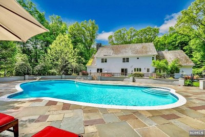 Saddle River Single Family Home For Sale: 3 Ridge Crest Road