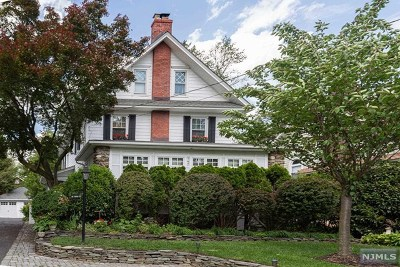 Ridgewood Single Family Home For Sale: 147 Godwin Avenue