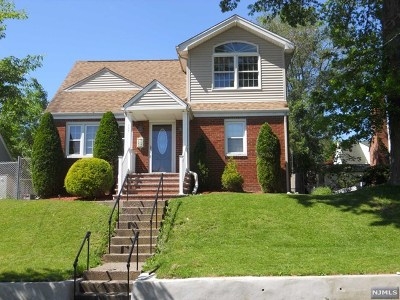 Totowa Single Family Home For Sale: 117 Jefferson Place