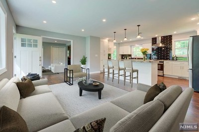 Oakland Single Family Home For Sale: 69 Minnehaha Boulevard