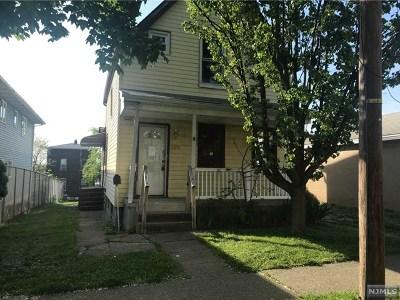 Carlstadt NJ Single Family Home For Sale: $214,900