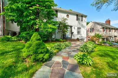 Teaneck Single Family Home For Sale: 41 Grayson Place