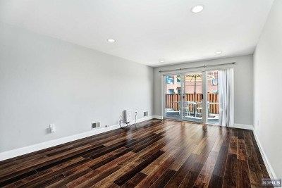 Edgewater Condo/Townhouse For Sale: 304 Chase Court