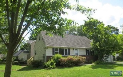 Paramus Single Family Home For Sale: 48 Circle Drive