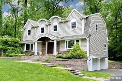 Upper Saddle River Single Family Home For Sale: 8 Split Rock Road