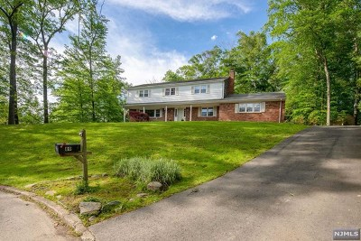 Upper Saddle River Single Family Home For Sale: 89 Oak Drive