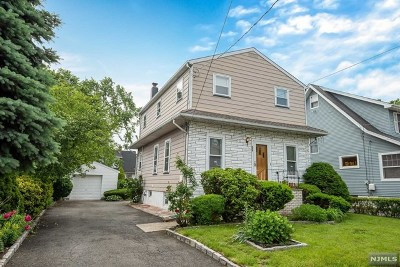Maywood Single Family Home For Sale: 524 Bergen Avenue