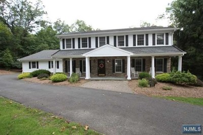 Franklin Lakes Single Family Home For Sale: 631 Pawnee Lane