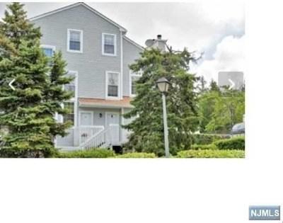 Englewood Condo/Townhouse For Sale: 6 Fox Run Drive