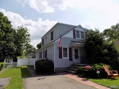 Pompton Lakes Single Family Home For Sale: 110 Watervliet Avenue