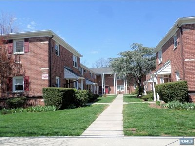 Ridgefield Condo/Townhouse For Sale: 729 Broad Avenue #1a