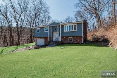 West Milford Single Family Home For Sale: 35 High Crest Drive