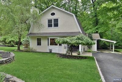 Upper Saddle River Single Family Home For Sale: 16 Sherwood Road
