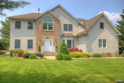 Paramus Single Family Home For Sale: 641 Pascack Road