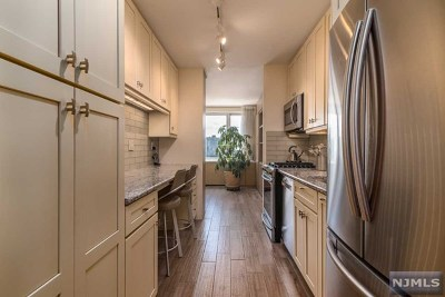 Fort Lee Condo/Townhouse For Sale: 2000 Linwood Avenue #18v