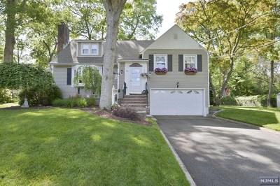 Wayne Single Family Home For Sale: 85 Oakwood Drive