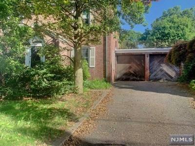 Fair Lawn Single Family Home For Sale: 300 Howard Avenue