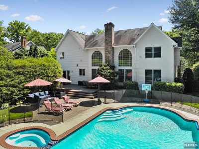 Closter Single Family Home For Sale: 9 Eisenhower Road