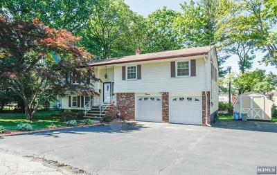 Midland Park Single Family Home For Sale: 12 Colonial Drive