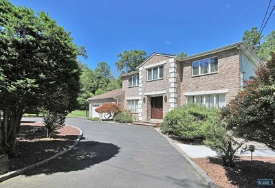 Closter Single Family Home For Sale: 26 Oshaughnessy Lane