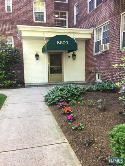 Hudson County Condo/Townhouse For Sale: 8600 Boulevard East #2a