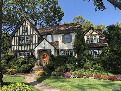 Ridgewood Single Family Home For Sale: 143 Fairmount Road