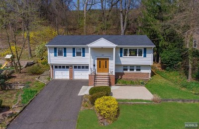 Ridgewood Single Family Home For Sale: 240 Hillcrest Road