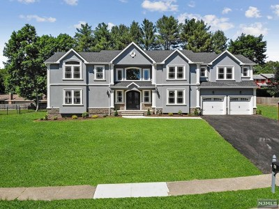 Oakland Single Family Home For Sale: 42 Saratoga Drive