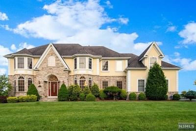 Passaic County Single Family Home For Sale: 116 Hamilton Trail