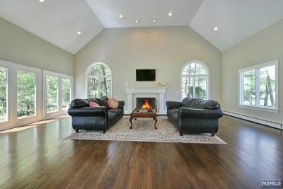 Upper Saddle River Single Family Home For Sale: 15 Terhune Court