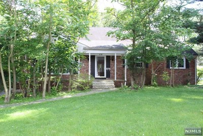 Oradell Single Family Home For Sale: 1059 Oradell Avenue