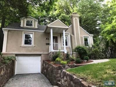 Leonia Single Family Home For Sale: 251 Glenwood Avenue