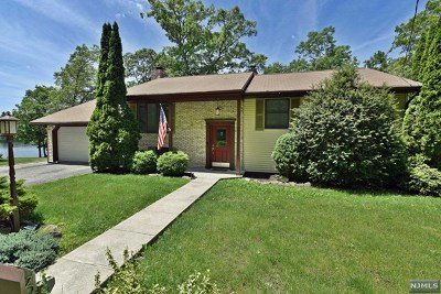 West Milford Single Family Home For Sale: 8 Shore Drive